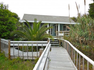 Bimini – Rustic Beach Cottage